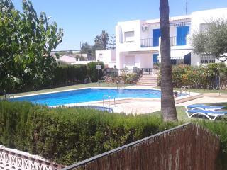 Apartamento en urbanización con piscina junto cala