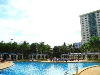 Penthouse across the beach w/ FREE Parking Miami !