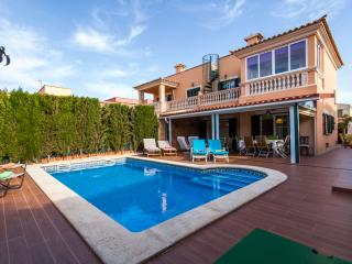 VILLA PUIGDEROS POOL & BBQ! UP TO 8 PEOPLE!!