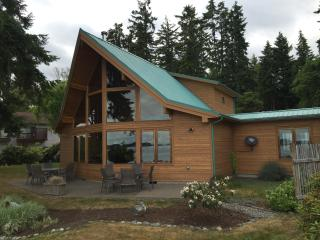 Beachfront Luxury on Case Inlet