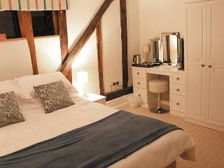 Wortwell Hall Barn B&B, Lakeside Room