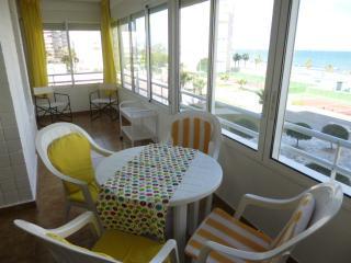 Beachfront Urbanova Beach. Large apartment. Pool