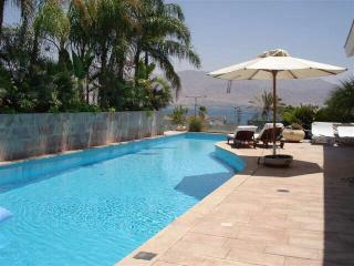 Beautiful Family Villa Overlooking the Bay, Eilat