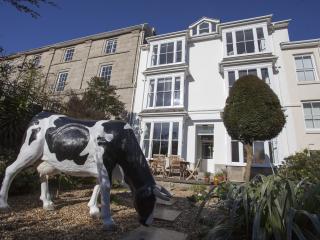 Myrtle House Penzance - boutique, retro, sea views