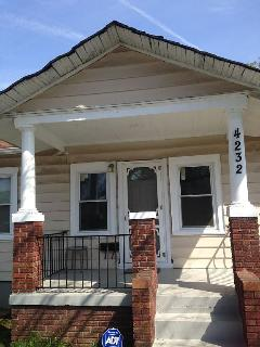 Charming House w/Hot Tub;Driveway,WALK 2Metro;WIFI; Private; comfy & convenient