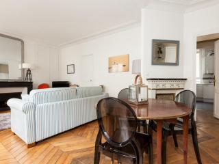 onefinestay - Rue de la Tour apartment, París