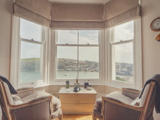 Retreat to Fowey - stunning views, pool & parking