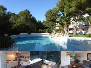STYLISH APT.,ROOF TERRACE,LGE POOL,150Mt TO BEACH, Sant Carles de Peralta