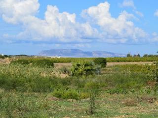Casale immerso nel verde con vista su Isole Egadi
