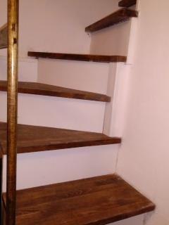 la scala per salire alla camera da letto