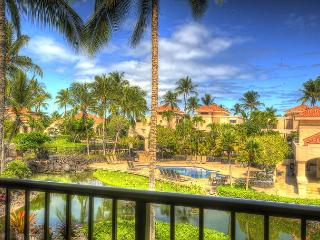 'Awesome Stay' Huge Lanai w/BBQ Overlooking Koi Pond/Pool- Walk to Beach, Waikoloa