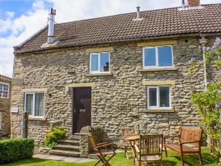 GATESIDE, family friendly, character holiday cottage, with a garden in Newton