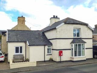 BODLAWEN, semi-detached, woodburner, WiFi, pet-friendly, in Cerrigydrudion, Ref