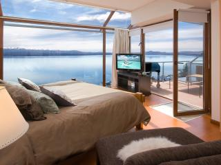 Ultra Luxury 3 Bedroom / Balcony, BBQ &  Jacuzzi!, San Carlos de Bariloche
