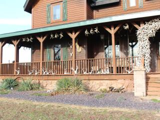 Samson's Whitetail Mountain Lodge or Rooms