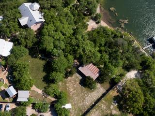 Entire Property Retreat Cabins and Luxury Villa, Spicewood