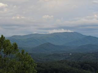 Yogi's Den: Amazing view 1 mile from Dollywood!, Pigeon Forge
