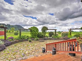 Rural 3BR Eugene Cottage w/Serene Views!