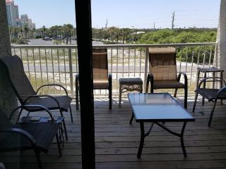 Beautiful 2BD-2BA w/ view sleeps 6 great reviews!