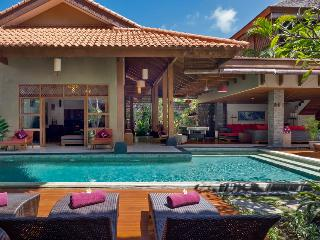 Kinaree Luxury 3 Bedroom Villa by the Beach, Seminyak