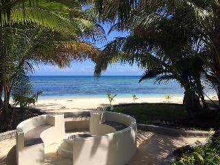 Bijoux Beach House in paradise on Ile aux Nattes