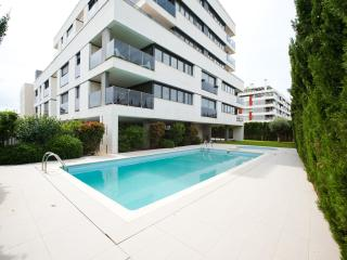 Big apartment with swimming pool. Great terrace. Three Bedrooms