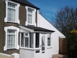 Karina Beautiful Renovated Holiday Cottage in Morfa Nefyn Easy walk to beaches.