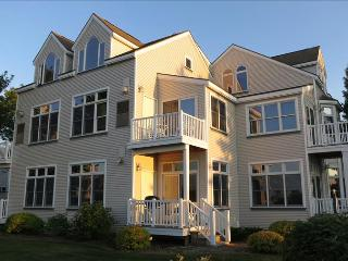 """Peaceful Inspirations"" - Walk to the Beach From This Studio Condo That Sleeps 4, Manistee"
