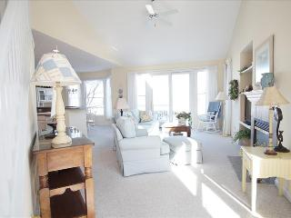 """Harbor Breeze"" - 2 Bedroom With Loft Walk to the Beach, Manistee"