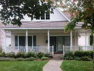 """Our Cottage Retreat"" steps from Lake Michigan - Sleeps 9, Manistee"