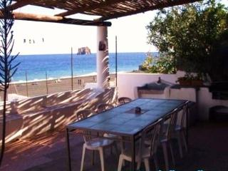 Princo double room front beach spectacular view, Stromboli