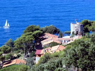 LOVELY HOUSE BY THE SEA PRIVATE FREE ACCESS TO THE BEACH AND THE SWIMMING POOL