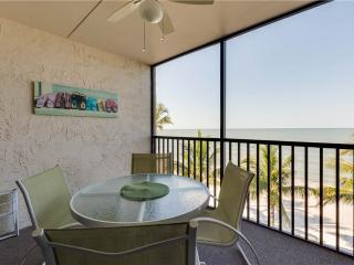 Seaside 303, 2 Bedrooms, Gulf Front, Elevator, Heated Pool, Sleeps 6, Fort Myers Beach