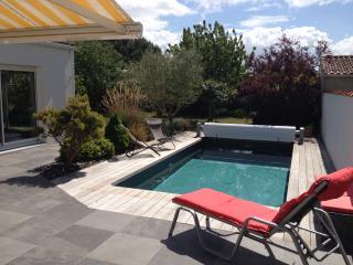 Jardin et piscine vue de la terrasse