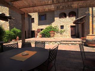 GRANAIO an indipendent apartment in Tuscany between Florence and Siena