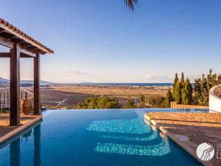 BREATHTAKING SEE VIEWS VILLA WITH INFINITY POOL, Ráfol de Almunia