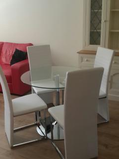 Lounge/dinning room 2