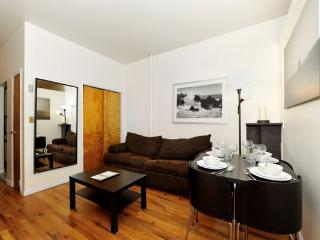 Hell's Kitchen 3BR/1BA by Broadway + Central Park, Nueva York