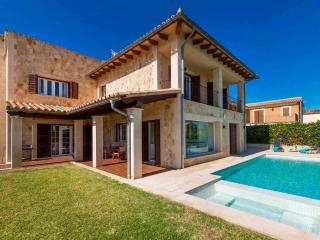 VILLA BY THE SEA WITH POOL AND JACUZZI, Alcudia