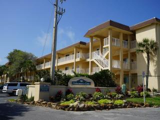 Enjoy Quiet Beachfront Living and All New Kitchen, Siesta Key