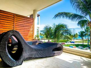 Meticulous Ocean View Condo at The Elements, Playa del Carmen