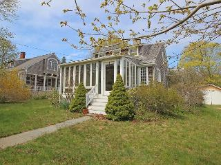 Vineyard Haven Home Close to Beach and Town