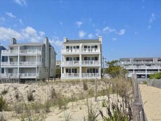 Lovely oceanfront townhouse with great views!, Fenwick Island