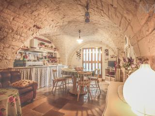 Tavernetta in Pietra con Volte a Cisternino!