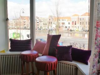 Styled 2 Floor App with Canal view!, Haarlem