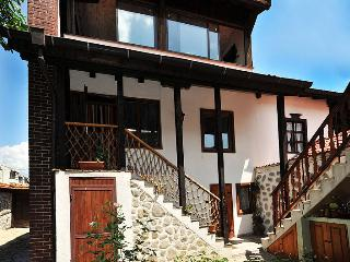 Chalet Garibaldi - Fully catered, British hosts