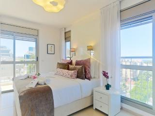 AMAZING DUPLEX SEE VIEW 5MIN TO THE BEACH, Jaffa