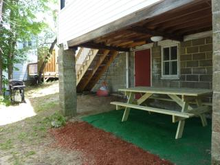 Beautiful 4 bedroom house, 1/4 mile from beach