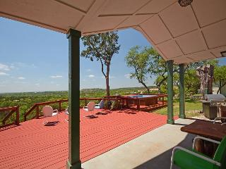 Tawnya's Secret Hideaway Enjoying an Incredible 20 mile Hill Country View!, Dripping Springs