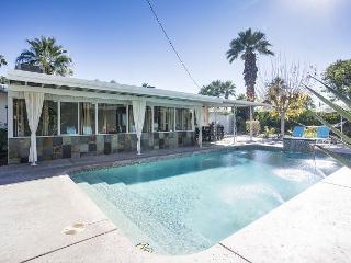 Desert Sunrise – A Mid-Century Beauty with Poolside Cabana, Palm Springs